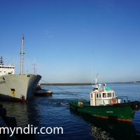 Fjordvik tekið um borð í Rolldock Sea