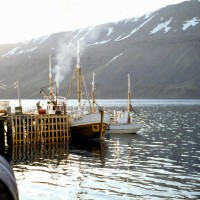 Freyja II ÍS 401 við bryggju á Súgandafirði