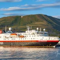 Spitsbergen og Silver Cloud í höfn á Húsavík