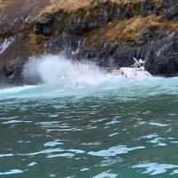 Einar Guðnason ÍS 303 á strandstað við Gölt